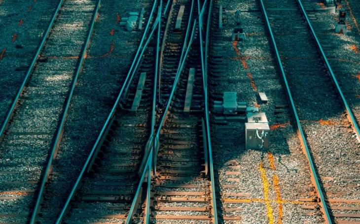 Správa železnic: Rekonstrukcí už letos prošlo přes šedesát přejezdů